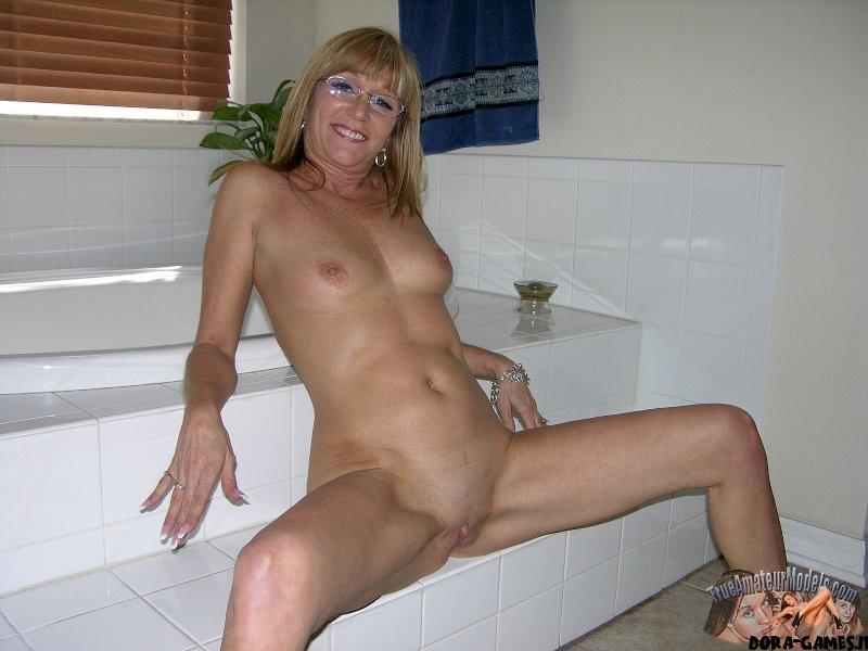 Older models naked Emily Ratajkowski